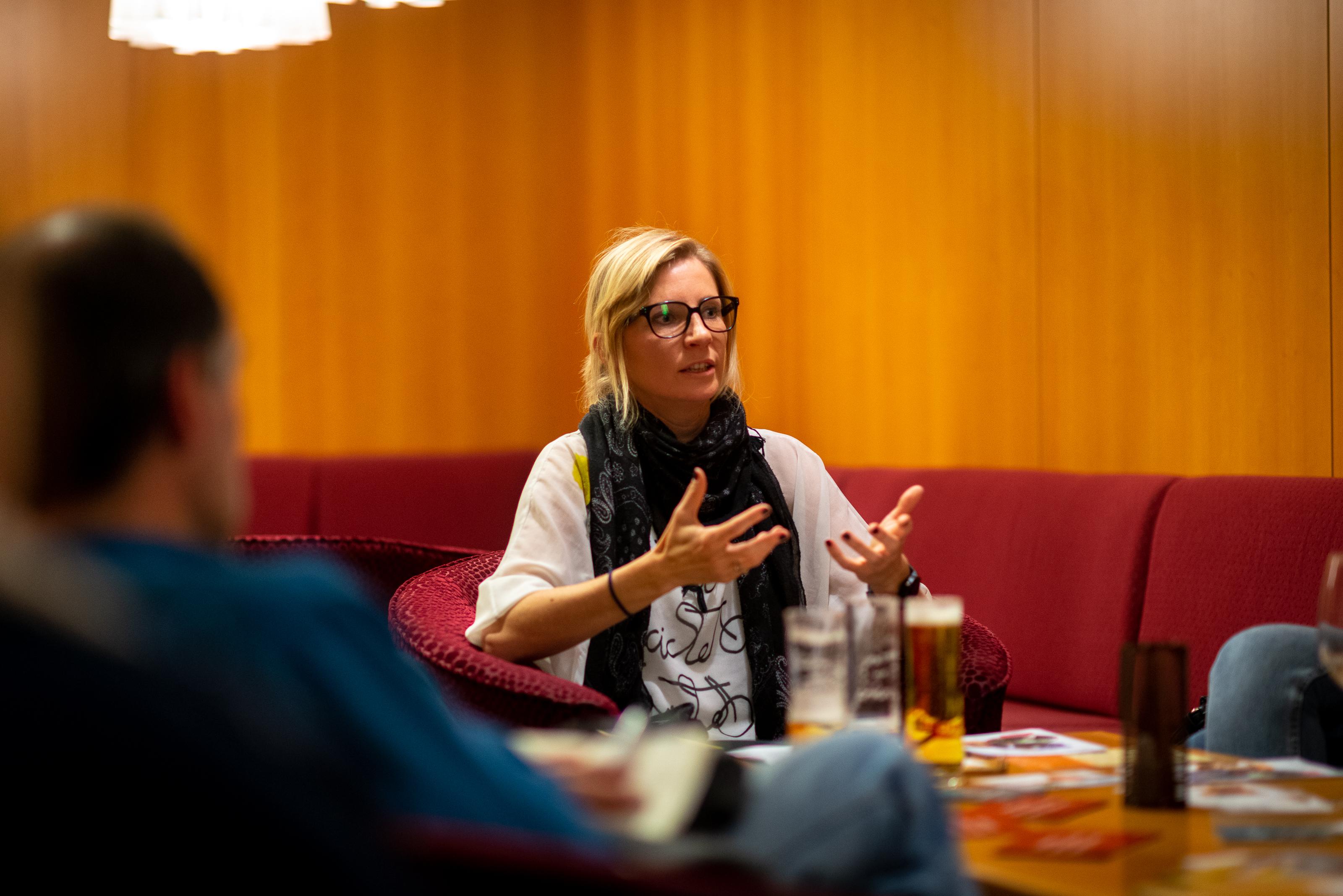 """Lange Nacht der Philosophie: St. Virgil Salzburg - Dr. Cornelia Bruell übder """"Die Lüge"""". Philosophischer SalonFake-News, Notlügen und Schwindeln aus Höflichkeit."""